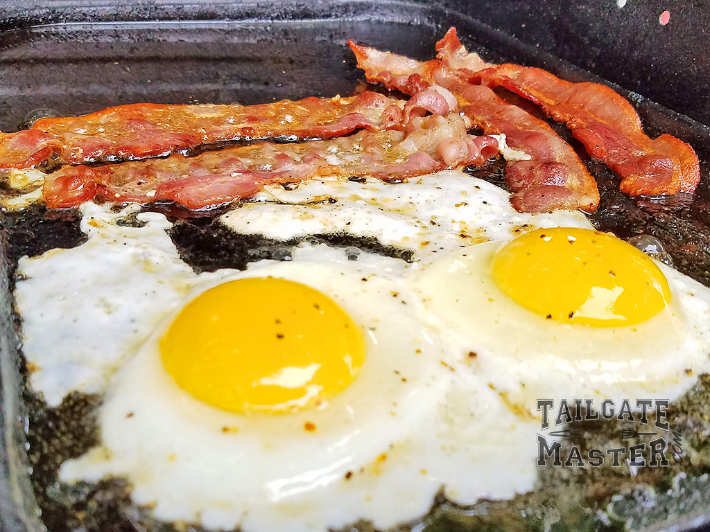 bacon and eggs sunny side up on the